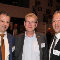 Christoph Kissling (g.) et Roger Hunziker (d., RHIAG), au milieu, Peter Krieg (directeur de Baumgartner AG)