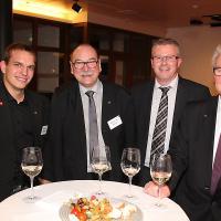 Flavio Helfenstein (ancien champion du monde mécatronicien d'automobiles), Werner Bieli (président de la CAQ DA/CAA), Andreas Schär (membre de la commission CAQ DA/CAA) et Michel Tinguely (ancien expert WorldSkills)