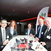 Peter Goetschi (TCS), Katrin Portmann (UPSA), Bernadette Langenick (saa), Andreas Burgener (auto-suisse) et Niklaus Zürcher (routesuisse)