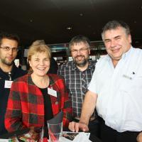 Lorenz Weibel (autoweibel ag), Ursula Grütter-Isenschmid (AGVS Sektion Bern), Andreas und Urs Weibel (beide autoweibel ag)