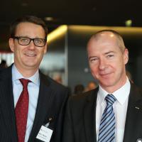 Marc Weber (Ausee Garage) e Manfred Wellauer (vicepresidente UPSA Svizzera)
